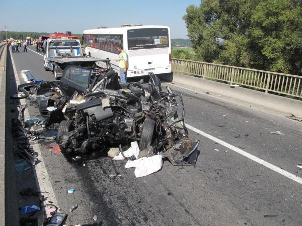 10-09-2014 - Indre-et-Loire - Amboise - Accident entre un autocar scolaire et une voiture : 1 mort et des blessés légers sur la RD31.