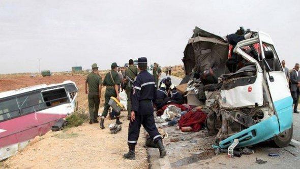 30-09-2014 - Algérie - Un terrible accident survenu mardi dans le sud du pays sur la RN 23 entre les villes d'Aflou et de Laghouat, a fait 17 morts et 27 blessés