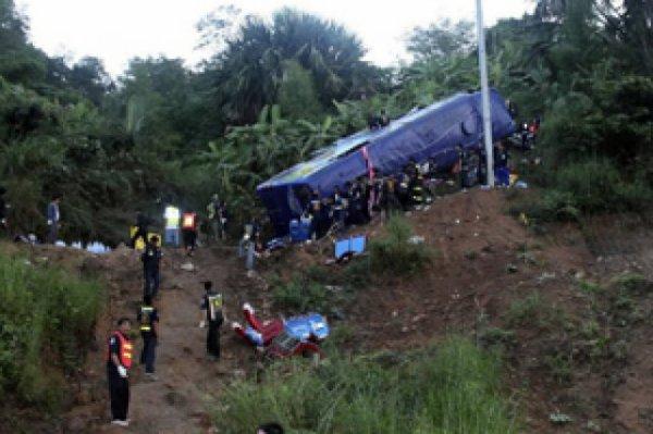 Accident d'autocar en Thaïlande: au moins 22 morts, Un bus qui transportant des étudiants et des professeurs dans l'est de la Thaïlande a percuté le flanc d'une colline