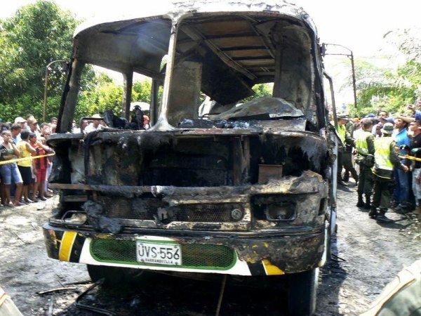 18-05-2014 - Colombie - Fundacion - département de Magdalena - 31 enfants brûlés vifs dans l'incendie d'un autocar qui a explosé, le chauffeur disparait directement suite à l'accident. Au volant du véhicule en surcharge et sans assurance ni contrôle technique, un chauffeur sans permis de 56 ans, actuellement placé en détention provisoire