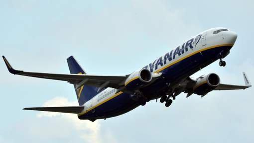 16-10-2014 .  07-10-2014 -  Aéroport de Dublin - Un avion Ryanair déchire l'aile d'un autre appareil Being 737 qui décollait pour Charleroi - Bruxelles.