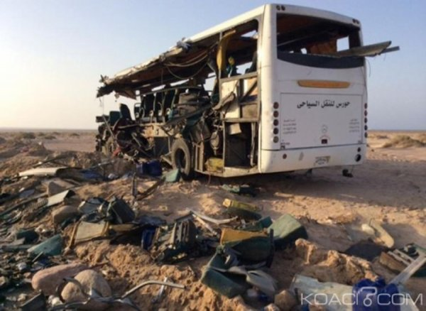 13-10-2014 - Egypte - Grave accident entre deux autocars: bilan au moins 30 morts cette collision de cars sur une autoroute dans le sud de l' Egypte.