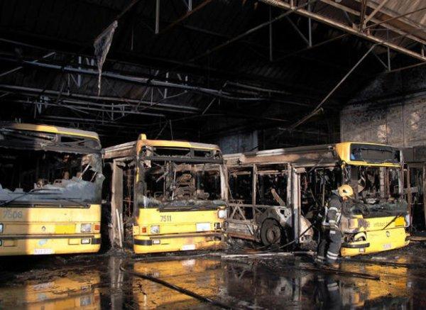 23-06-2010 - Montignies-Sambre - Charleroi - Vingt-cinq bus détruits dans un incendie au dépôt TEC de Charleroi. La valeur d'achat des bus détruits s'élève à 4 millions d'euros.