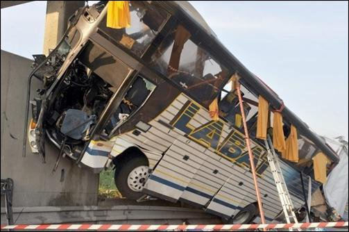 09-10-2014 - 23-05-2008 - Accident d'un Autocar, le procès six ans après, le 23 mai 2008, un accident faisait 7 morts et 25 blessés sur l'A 10, à Suèvres. Les responsables du drame seront jugés, le 28 octobre, à Blois.