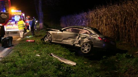 23-11-2014 - Monnaie (37) - Accident autocar -  un mort dans une collision entre un bus de la compagnie TER et une voiture, en cause, des sangliers sur la route.
