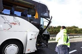 18-10-2014 - Lourdes - Saint-Laurent-de-Neste (65) - Argelès-Gazost - Hautes-Pyrénées - Un autocar percute une bétaillère, son chauffeur est mort et trois blessés graves sur l'autoroute A64 - Montréjeau (Haute-Garonne), dans le sens Toulouse-Bayonne.