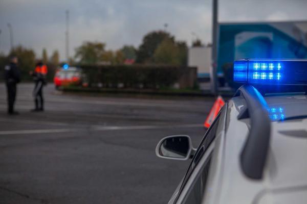 22-12-2014 - Luxembourg - Capellen - Un dépanneur mécanicien du garage Tonon de Florange meurt écrasé sous les roues d'un camion en panne sur l'aire de Capellen (station essence), le long de l'aut A6.