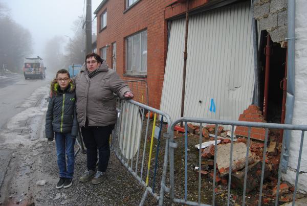 07-01-2015 - Couvain - Petite-Chapelle (Douane) - 14 blessés dans un accident de bus TEC à Cul-des-Sarts ( rue de Rocroi) - Couvin. L'ensemble des blessés a été dispatché vers les hôpitaux de Chimay et André Vésale à Charleroi.
