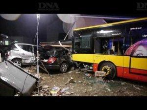 16-01-2014 - Haut-Rhin – Kingersheim - Un accident de bus spectaculaire provoque une dizaine de blessés au faubourg de Mulhouse à Kingersheim