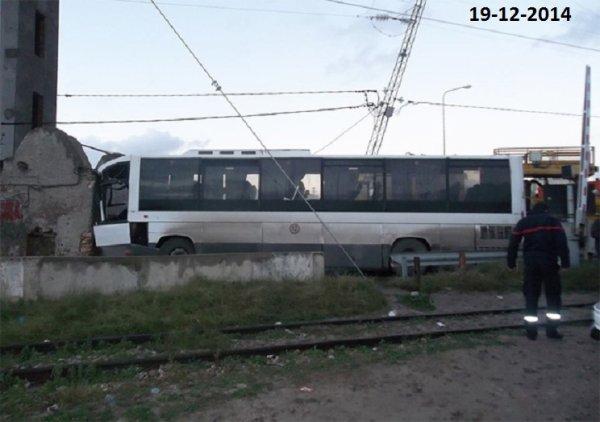 19-12-2014 - Téboulba - Monastir - Tunisie - Une collision entre une locomotive et un autocar fait 6 morts et 32 blessés à Monastir (audio)