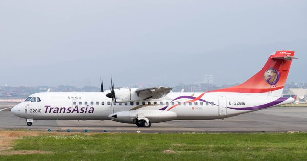 04-02-2015 - Taipei - Taïwan - Un avion ATR 72-600 de la Compagnie Taïwanaise TransAsia Airways s'est écrasé au décollage en heurtant un pont routier après une chute vertigineuse, avant de s'abîmer dans une rivière, à Taipei ( Taïwan ), 58 occupants dont 4 membres d'équipage.bilan: 25 morts.
