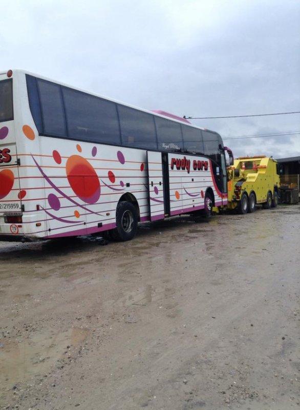 03-02-2015 - Flandre Orientale - Bruxelles - Un autocar met 53 étudiants du cercle Solvay de l'ULB en danger sur la route avec leur tour opérateur Skikot.