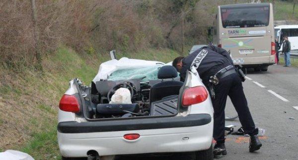 26-03-2015 - Tarn - accident d'un autocar Coulom basée dans Tarn (Albi - Cordes - Gaillac) transportant 30 collégiens et une voiture sur la route entre Blayes-les-Mines et Carmaux - bilan 3 blessés et 1 blessé grave