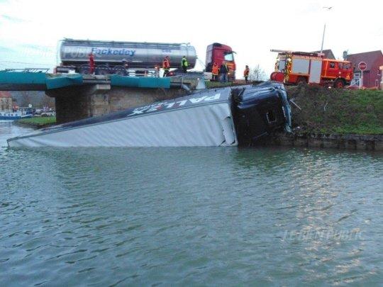 Belgique - Assistance sur route accident camion - Transports Fockedey - Leuze en Hainaut.