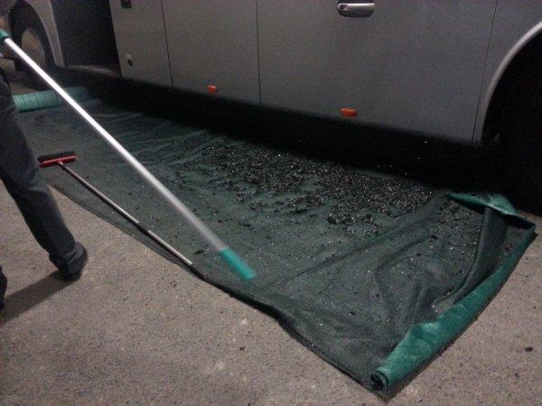 05-04-2015 - France - OM-PSG : Le bus des Parisiens caillassé aux abords du stade, l'autocar a été visé par des balles de golf, à proximité de la place qu'occupait Zlatan Ibrahimovic