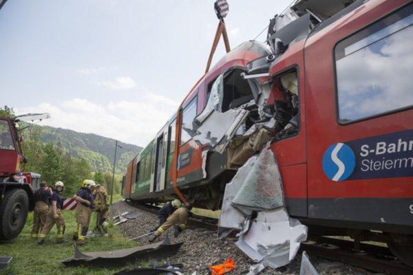 06-05-2015 - Autriche - Un mort et 9 blessés dans une collision de trains en Autriche.