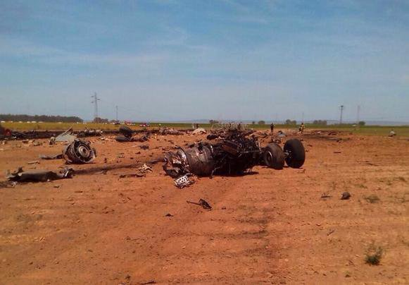 09-05-2015 - Séville - Un avion militaire Airbus A400M s'écrase près de l'aéroport de Séville: un bilan provisoire de huit à dix morts (vidéo)