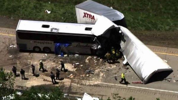 """03-06-2015 -  New York - Liveblog - Poconos - Chauffeur de l'autocar """"Academy"""" and """"Viageddia"""" tué dans un accident mortel sur la I'autoroute 380 dans les Poconos"""