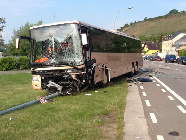 22-05-2015 - Ehnen - Grave accident ce matin : sur la N10, au niveau d'Ehnen, cinq écoliers blessés -
