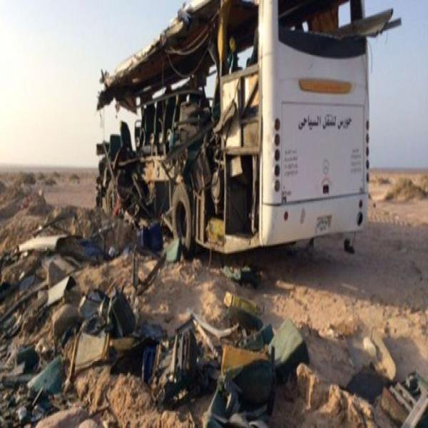 14-06-2015 - Egypte - Caire - Hourghada  -Deux Accidents d'autocar -  25 morts dans 2 accidents de la route