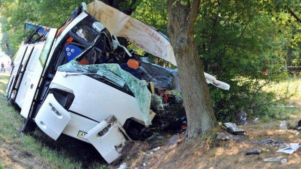 23-07-2015 - Pologne - Un grave accident d'autocar fait 5 morts et 27 blessés dans l'accident d'un autocar ukrainien près de Garwolin au sud-est de Varsovie en Pologne