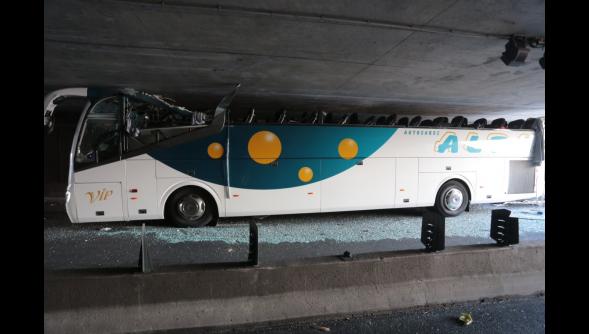 26-07-2015 - France - La Madeleine - Romarin - Accident autocar - GPS - six blessés graves, pronostic vital engagé pour une des victimes près de Lille. GPS (erreur destination), GPS (erreur encodage)