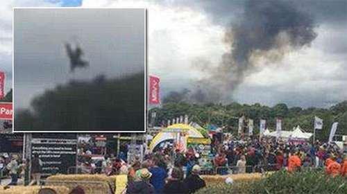 01-08-2015 - Angleterre - Un avion s'écrase en plein festival pour la bonne cause,  le CarFest, dans le Cheshire.