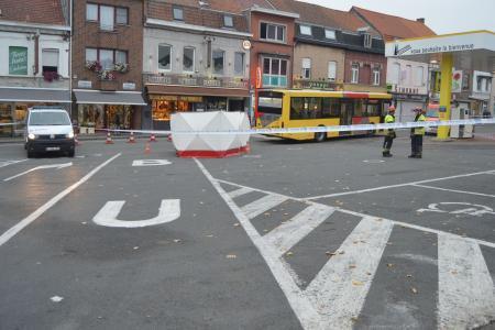 10-10-2015 - Mouscron - Mont-à-l'Eux - Une personne âgée décède renversée par un bus dans le quartier du Mont-à-l'Eux à Mouscron