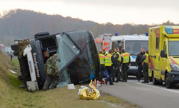30-10-2015 - Allemagne - Erfurt - Accident d'un autocar Autichien en Allemagne, sur l'autoroute A4 près d'Erfurt (centre) - un enfant tué, cinq autres grièvement blessés