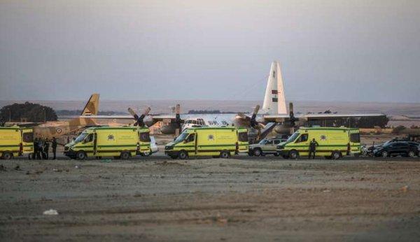 31-10-2015 - Sinaï - Un Airbus A-321 russe avec 224 passagers à bord dont 17 enfants s'écrase dans le désert du Sinai en Egypte: aucun survivant - Samedi soir, la Lufthansa, Air France-KLM et Emirates ont annoncé qu'elles cessaient de survoler le Sinaï jusqu'à ce que les conditions du crash soient éclaircies.