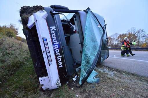 30-10-2015 - Grave accident de autocar Autrichien sur l'autoroute A4 près d'Erfurt en Allemagne ave 59 enfants à bord, un enfant de 5 ans est décédé dans l'accident.