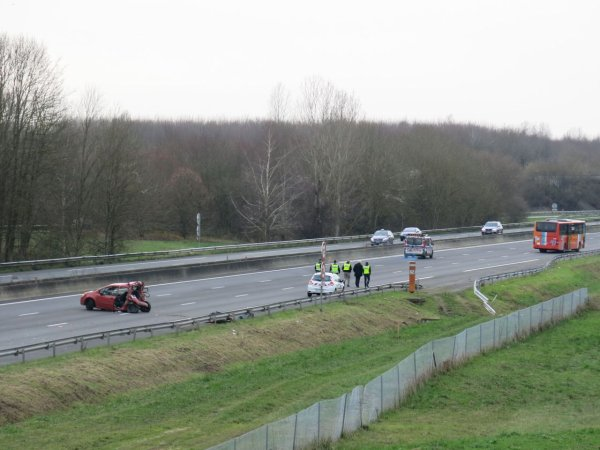 20-12-2015 - Bailly-Romainvilliers - Seine-et-Marne - collision entre un car et une voiture dans le sens Province-Paris sur l'A4 , un mort et dix blessés