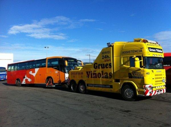 02-01-2015 - Espagne - Gérone - accident entre deux autocars français de la compagnie Littoral Voyages basée dans l'Hérault (Gigean) entrent en collision près de Gérone en Espagne. qui transportaient respectivement 39 et 36 passagers.