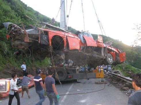 09-09-2014 - Vietnam - Accident autocar -  Vers l'interdiction de circulation des bus couchettes en montagne.