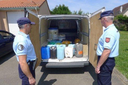 23-01-2016 - Laverton - Australie - Il tente de voler le carburant d'un car mais il siphonne l'évacuation des toilettes par erreur: