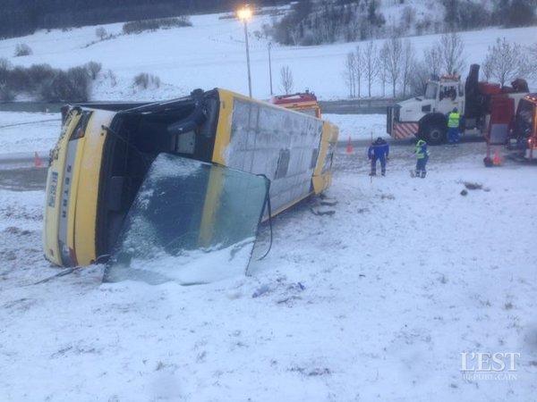 10-02-2016 - Montflovin - Morteau - Pontarlier (Doubs) - Accident d'un car scolaire à Montflovin : deux adolescents tués, neuf blessés, le chauffeur mis en garde à vue, le parquet de Besançon est descendu sur les lieux.