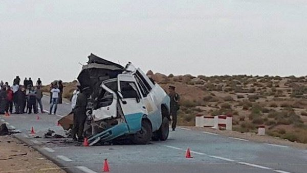 11-02-2016 - Algérie - 13 morts dans une collision entre un camion et un minibus