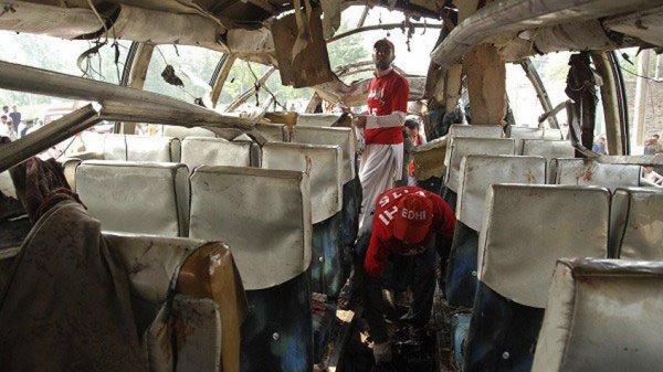 28-02-2016 - Mexique - Accident grave autocar - 12 morts et 28 blessées dans l' accident de l'autocar, il sort de la route et tombe dans un ravin de 45 mètres de profondeur.
