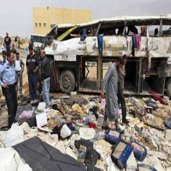 16-03-2016 - Jordanie - 14 morts et 36 blessés dans un accident d'autocar - Le chauffeur perd le contrôle et culbute