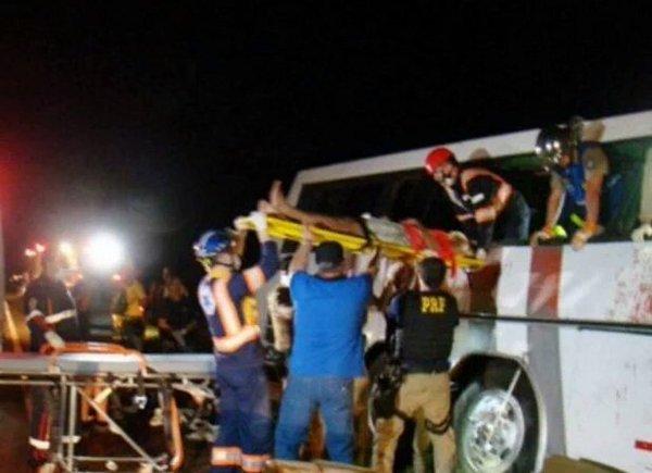 09-04-2016 - Paraguay - Brésil - état de Parana - Attentat - 10 morts et 20 blessés dans l'attaque par des balles tirées depuis une voiture sur un bus en provenance du Brésil au Paraguay, le chauffeur est décédé.