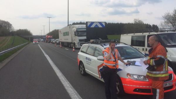 02-05-2016 - Léglise (E411) - Rulles - Namur - Daussoulx - Grave accident sur l'E411 (Bruxelles Luxembourg) avec un camion de produits dangereux