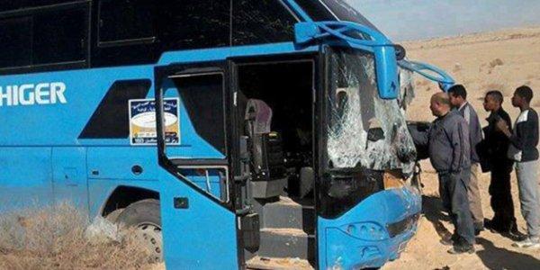 04-06-2016 - Laghouat - Accident grave de la route: 32 morts et 22 blessés dans une collision entre un bus et un camion