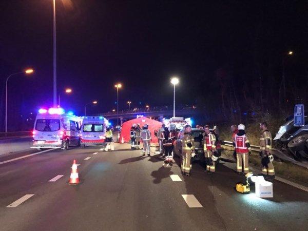 08-12-2016 -  Belgique  Grave accident de bus sur la E313 en direction d'Hasselt ce jeudi soir: plusieurs blessés.