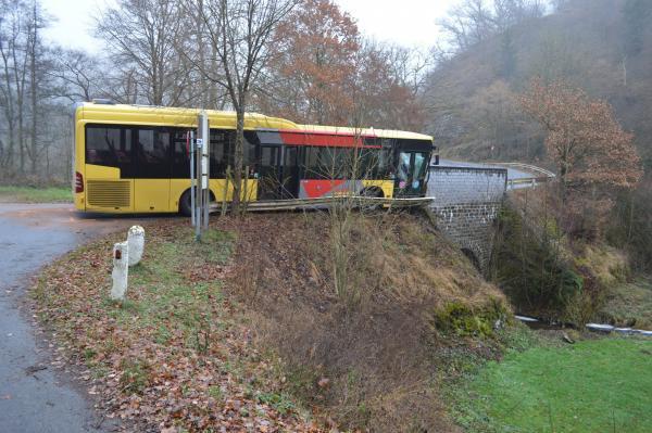 05-01-2017 - Burg-Reuland - Ouren - Verviers - impressionnant accident d'un bus scolaire qui transportait des enfants à l'école