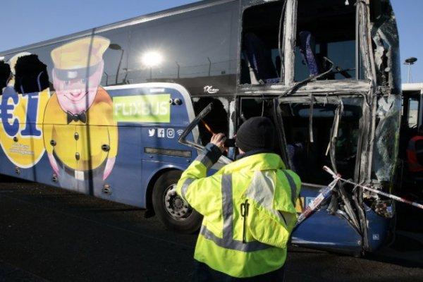 19-01-2017 - France - Roissy - Val-d'Oise - Accident d'un autobus de Fexibus Mégabus sur l'A1: le bus pour Londres percute le mur du tunnel de l'A 1, neuf blessés dont deux graves