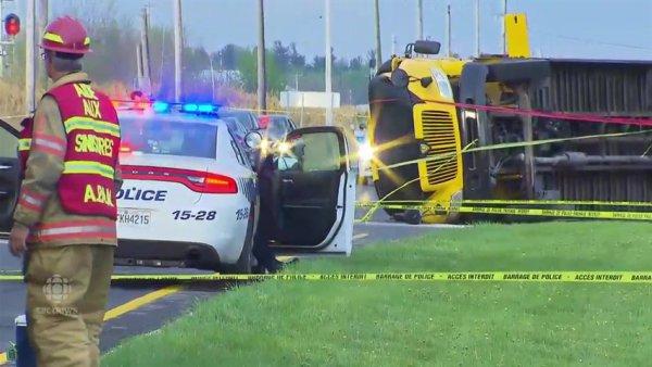 13-05-2016 -  Mont-Saint-Hilaire - Sûreté du Québec - Accident d'autobus, un mort et 26 blessés  L'autobus, qui transportait une quarantaine d'élèves, s'est renversé sur le côté sous la force de l'impact.