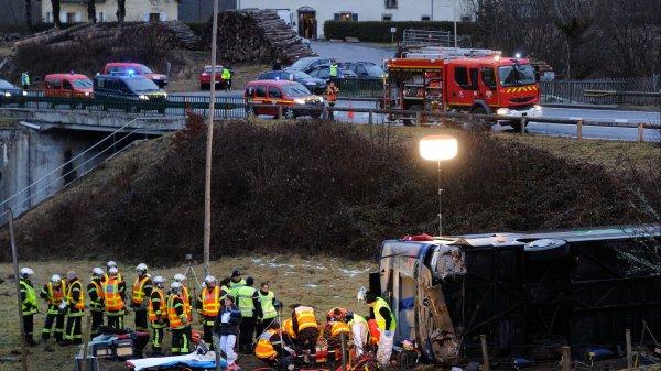 30-01-2017 - Puy-de-Dôme - Tauves - Un autocar TER de la SNCF glisse sur du verglas à Tauves, une lycéenne de 16 ans est décédée, elle rejoignait le lycée Jeanne-d'Arc de Clermont-Ferrand.