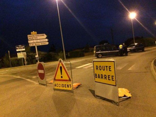 13-10-2016 - France - Accident bus contre voiture -  Le choc a été frontal, il a eu lieu sur la route reliant Le Loroux-Bottereau à Haute-Goulaine. bilan 2 morts.