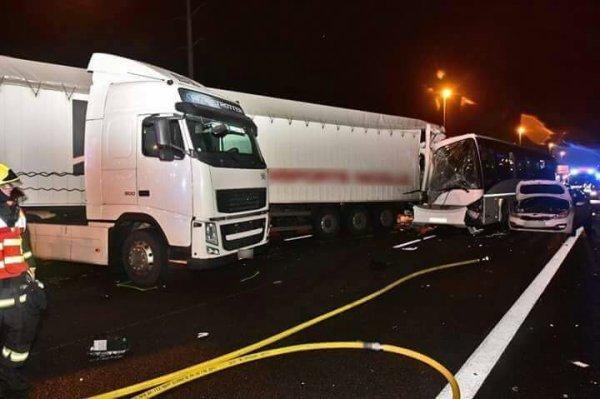 30-01-2017 - Normandie - Épône (Yvelines) - L'accident s'est produit vers 5h dans le sens Rouen-Paris sur l'A13, à hauteur de la commune d'Épône (Yvelines)