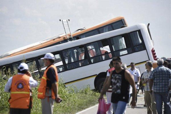 24-02-2017 - Rosario - Argentine - Sante Fe - Choc frontal entre deux bus, bilan 13 morts et 34 blessés